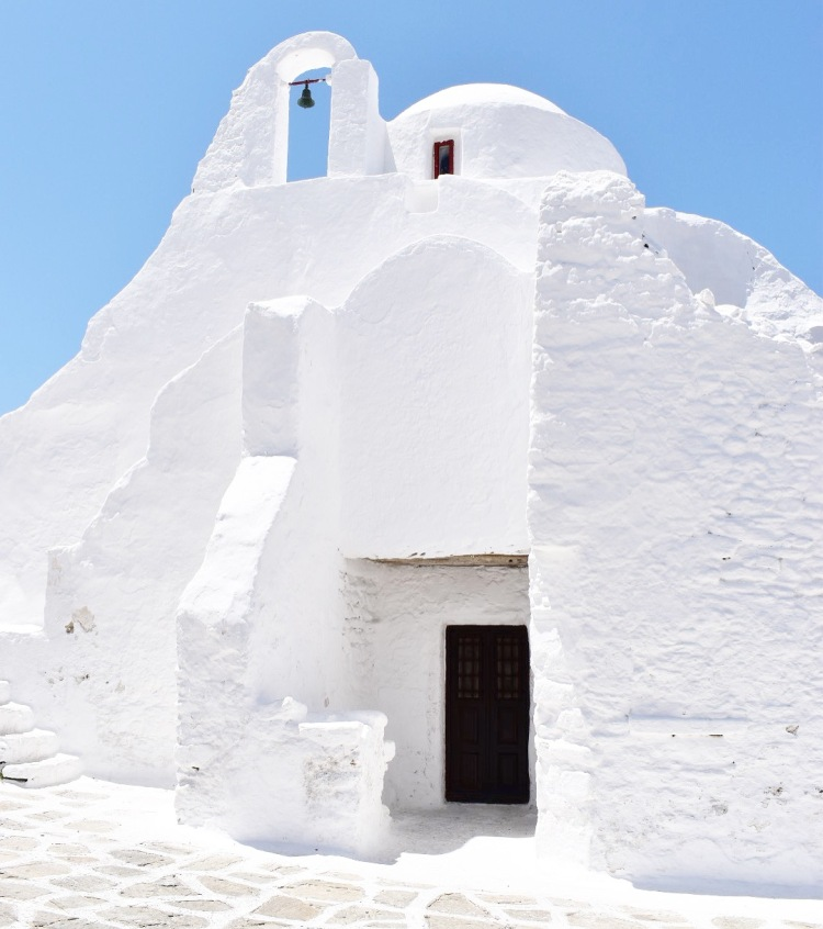 A white chapel in Mykonos, Greece