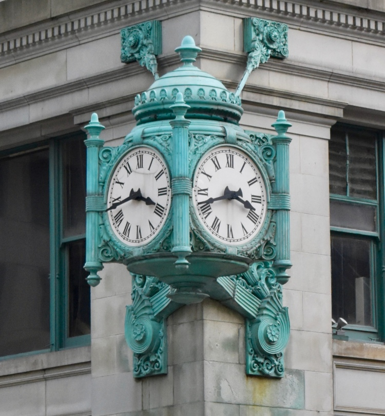 Architectural Tour of Chicago| Marshall Fields Building Clock | Cathedrals and Cafes Blog
