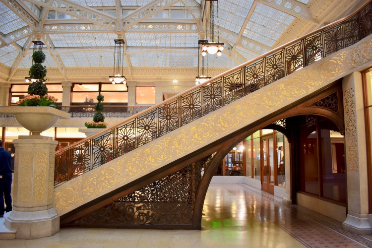 Architectural Tour of Chicago| The Rookery | Cathedrals and Cafes Blog