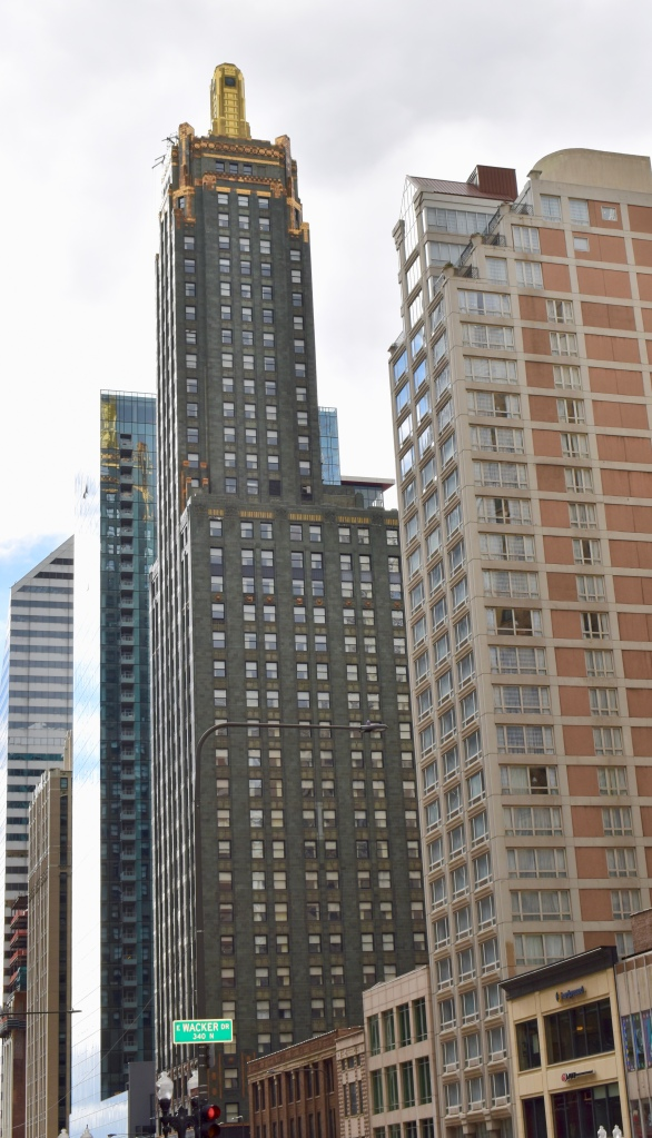 Architectural Tour of Chicago| Carbide & Carbon Building | Cathedrals and Cafes Blog