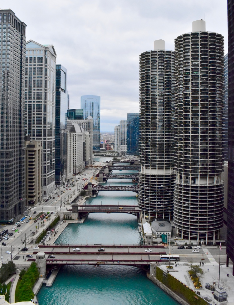 Architectural Tour of Chicago| Marina City | Cathedrals and Cafes Blog